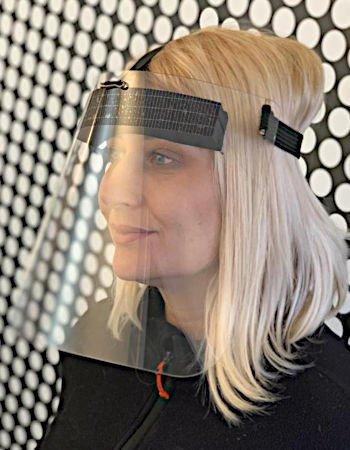 Gesichtsmaske als Gesichtsschutz für Friseur, Kosmetiker, Verkäufer und Personen mit direktem Kundenkontakt